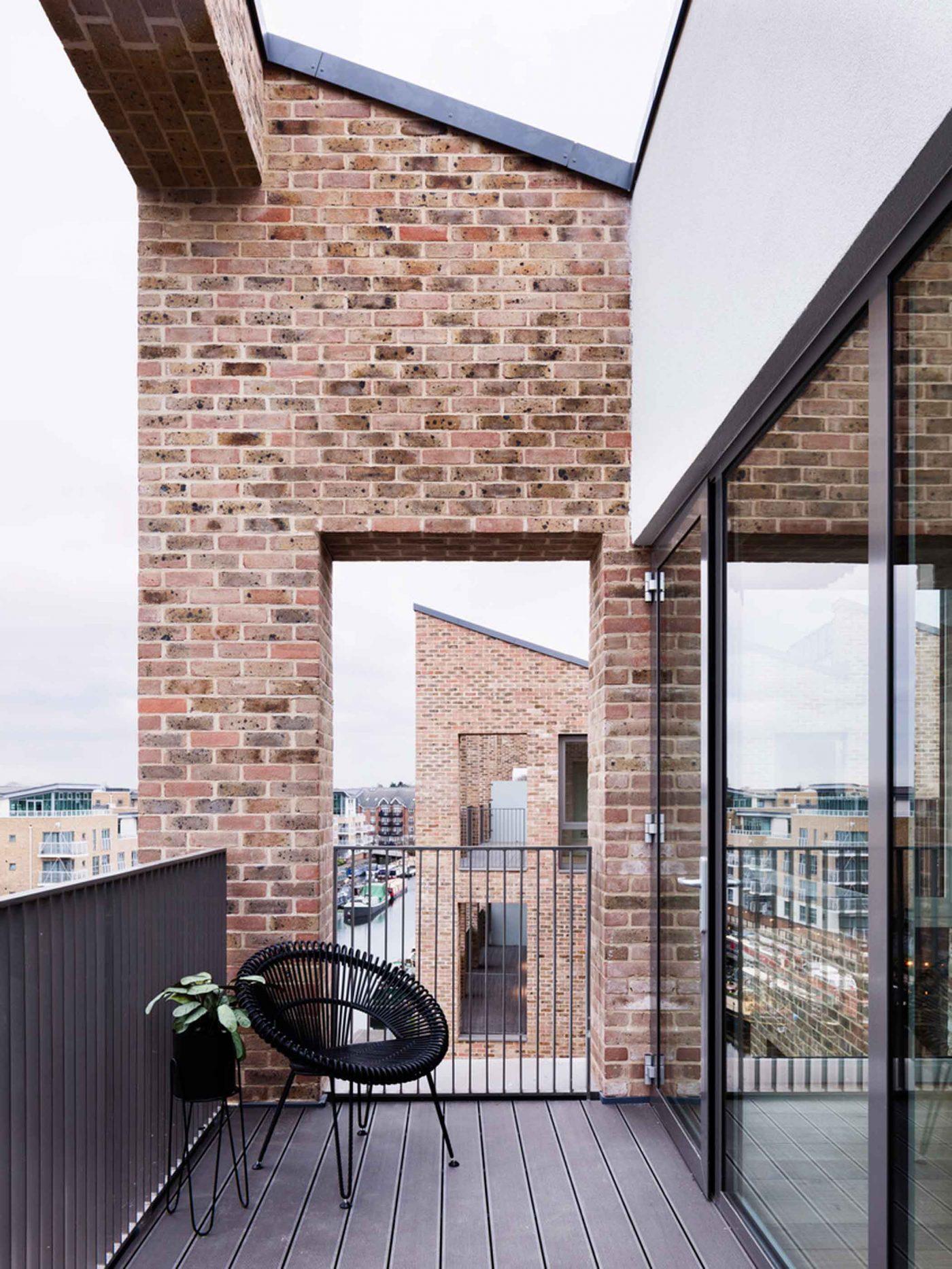 Brentford Lock West Terrace Detail
