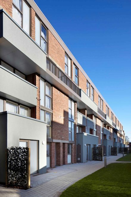 161223 Mae Architects Hillington Square Courtyard View
